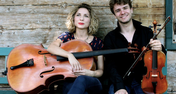 "DUO ""TWOWELL"" Matthias Well (Violine) und Maria Well (Cello)"